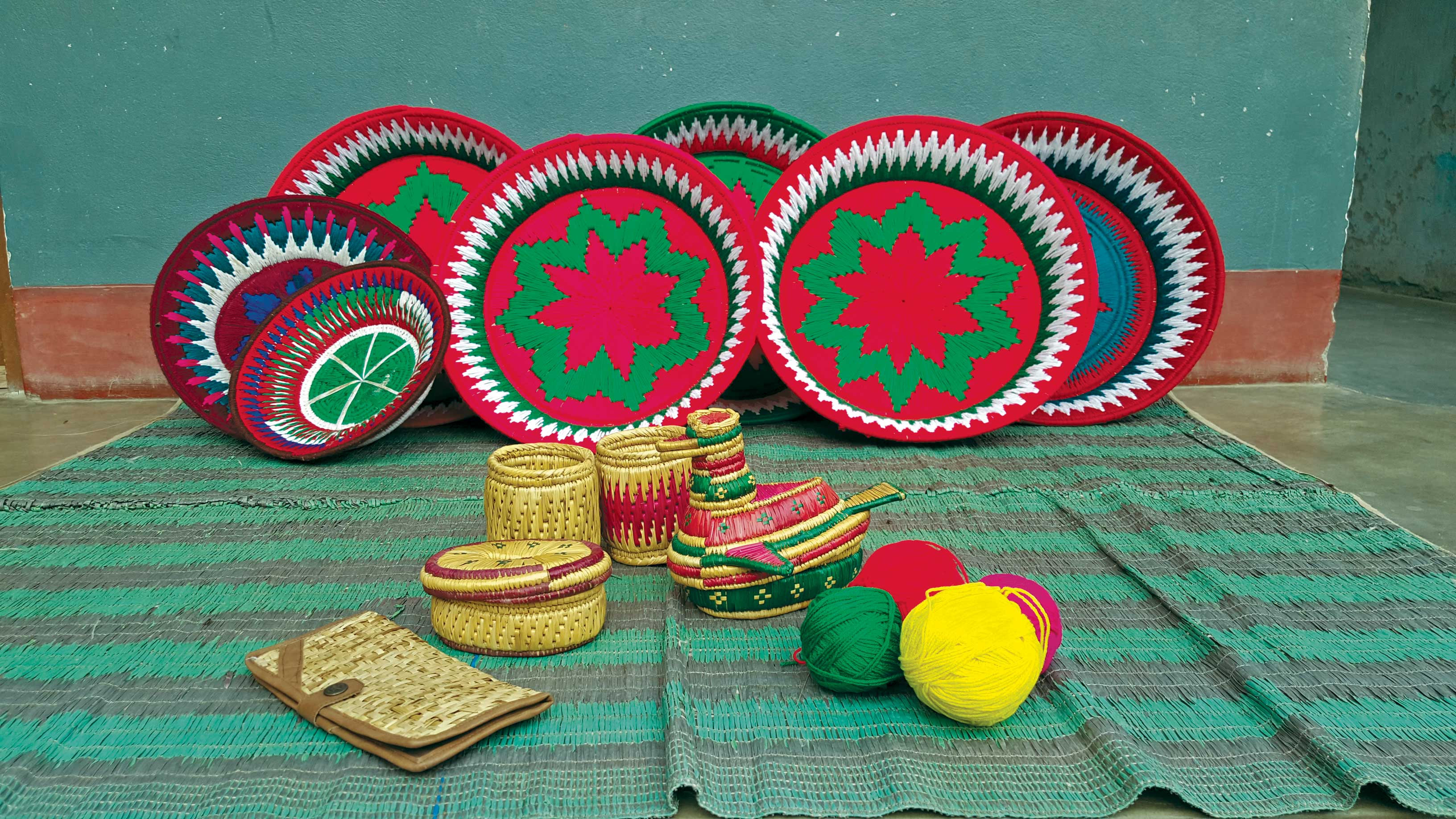 The art of weaving beautiful baskets from sikki and kans grass