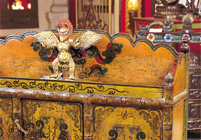 Antique Tibetan Furniture on Are Many Outlets Dealing In Antique Tibetan Furniture In Kathmandu